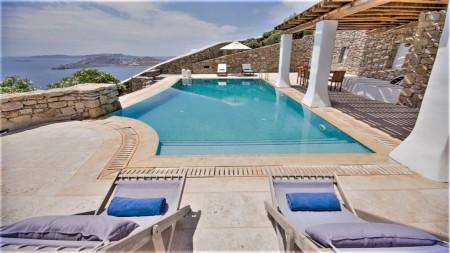 Villa Amyza Cover